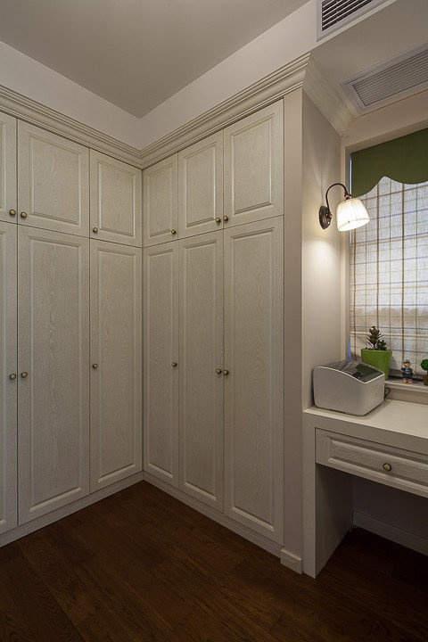 晒晒我家106㎡的房子,三室一厅,整体是美式风格,窗台改成了衣柜加飘窗的形式,又美观又储物!