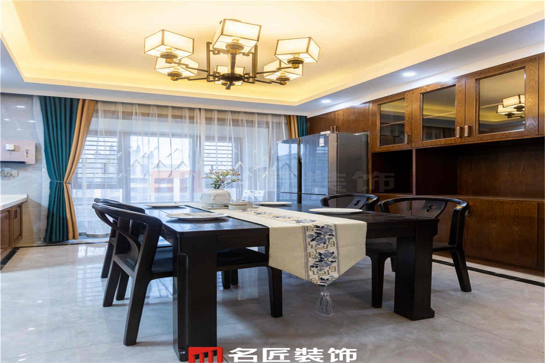 阳光城·尚东湾 / 新中式风格 / 140平米